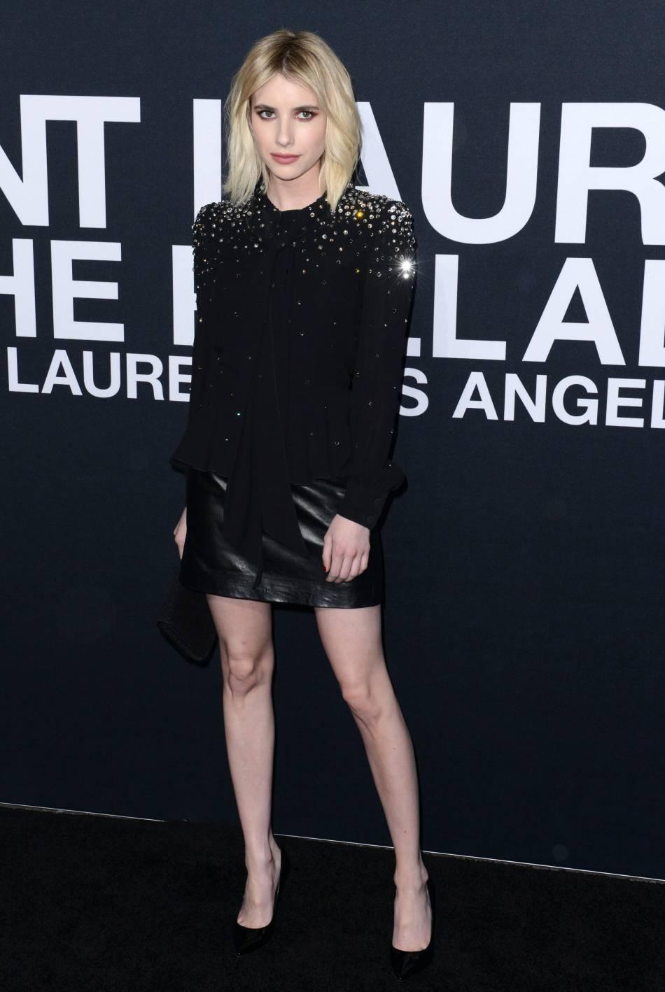 Emma Roberts au défilé Saint Laurent Paris Automne-Hiver 2016/2017, à Los Angeles.