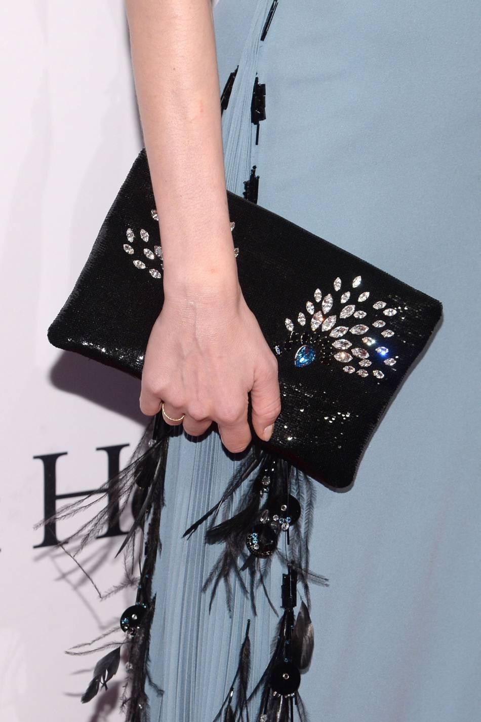 Diane Kruger a accessoirisé sa tenue avec une ravissante pochette pavée de strass.