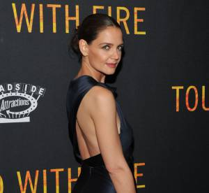 Katie Holmes bombe hollywoodienne moulée de satin