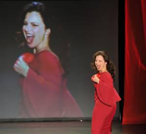 Fran Drescher : une nounou d'enfer fabuleuse sur le podium.