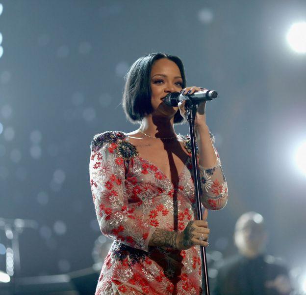 """Rihanna lors de la soirée """"MusiCares Person of the Year"""" le 13 février 2016 à Los Angeles."""