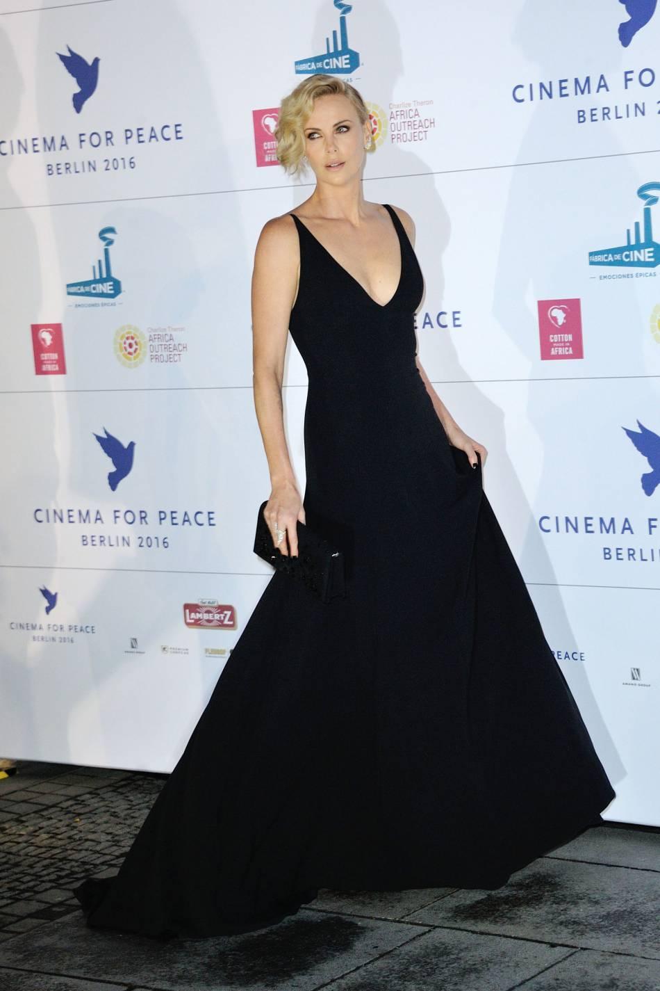 robe de soirée noire longue décolleté en V