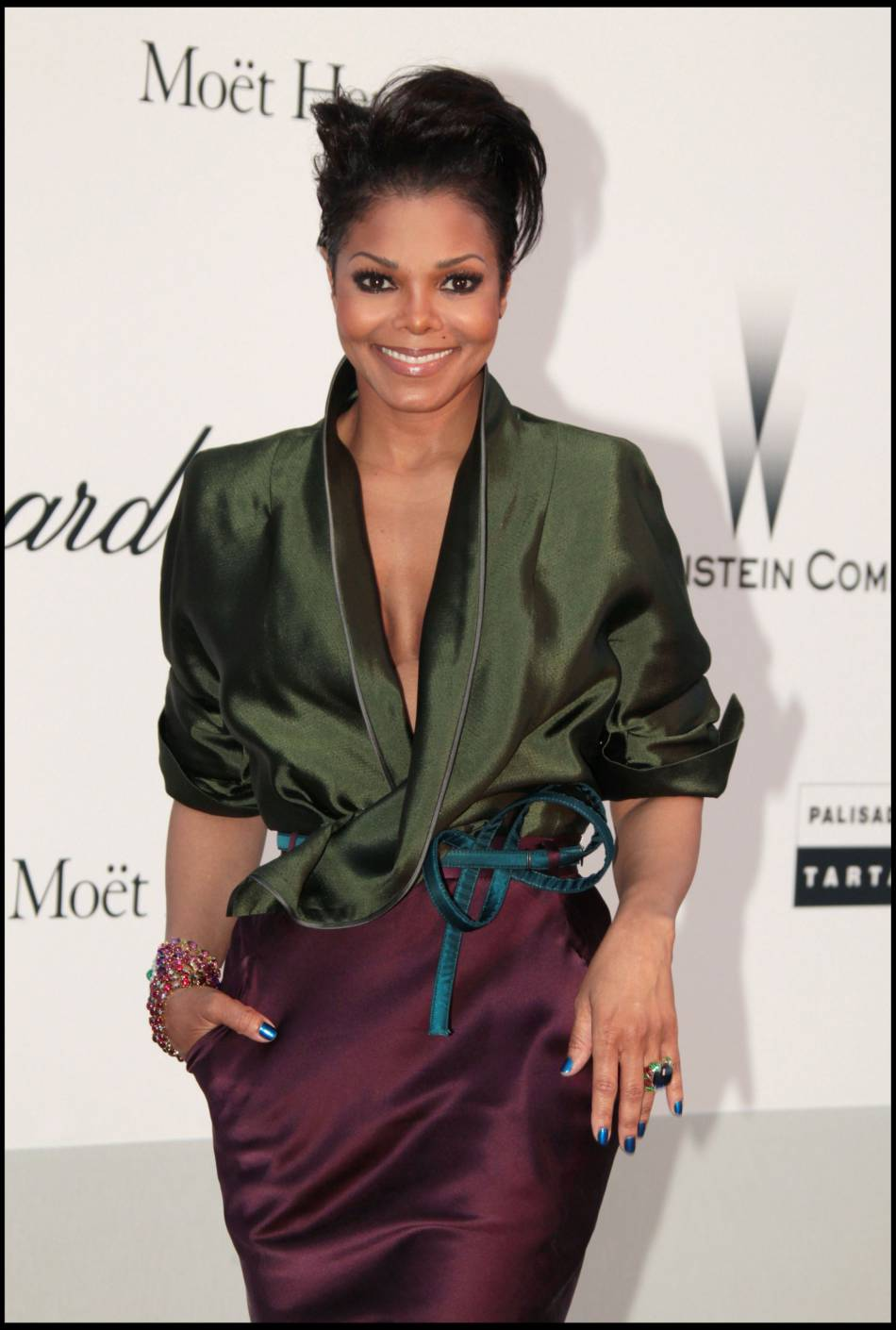 a bient t 50 ans janet jackson est enceinte pour la premi re fois. Black Bedroom Furniture Sets. Home Design Ideas