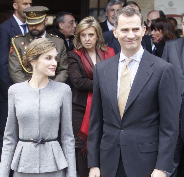 Letizia Ortiz et son époux le roi Felipe VI à la Salamanca University ce mercredi 6 avril 2016.