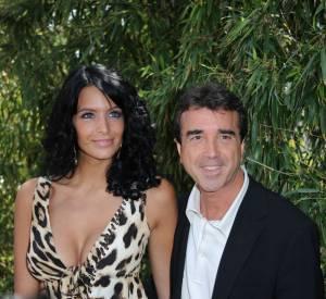 Jade et Arnaud Lagardère sont gagas devant leurs trois enfants, Liva, Mila et Nolan.