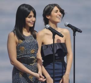 """Leïla Bekhti et sa copine Géraldine Nakache faisant le show au """"Grand Journal"""" à Cannes, en mai 2010. Elles se considèrent comme des soeurs."""