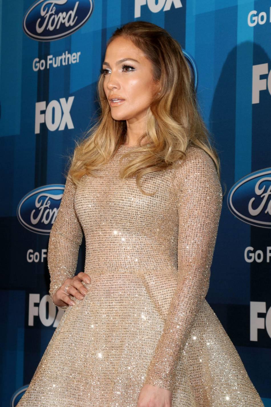 Jennifer Lopez était à couper le souffle dans sa robe glitter signée YAS Couture.