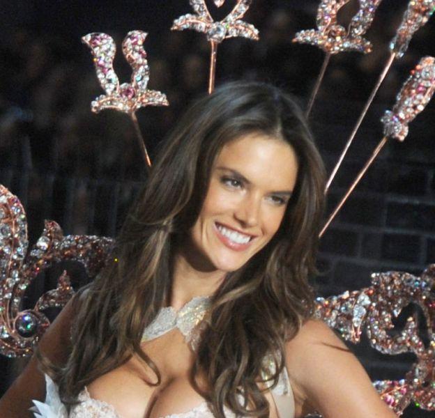 Alessandra Ambrosio lors du défilé Victoria's Secret en novembre 2015.