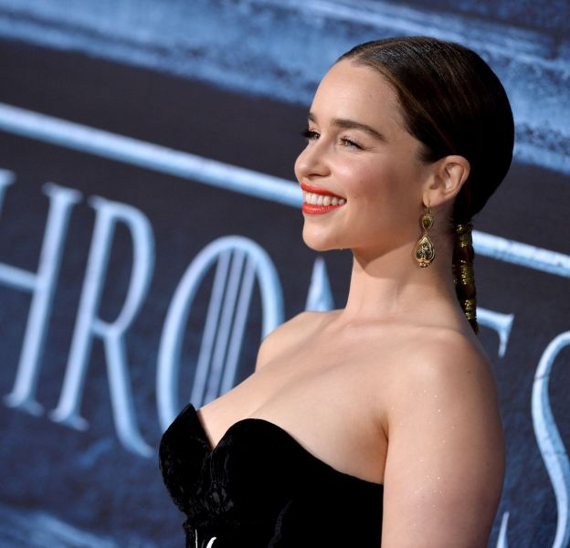 """Emilia Clarke, canon à la première de la saison 6 de """"Game of Thrones"""", dimanche 10 avril."""