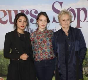 Anaïs Demoustier entre Golshifteh Farahani et Muriel Robin, à Paris le 10 avril 2016.