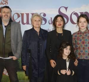 """Le réalisateur du film Christophe Honoré, avec une partie de l'équipe de son nouveau film, """"Les malheurs de Sophie""""."""