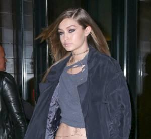 Gigi Hadid : dangereusement sexy dans son micro crop top à New York