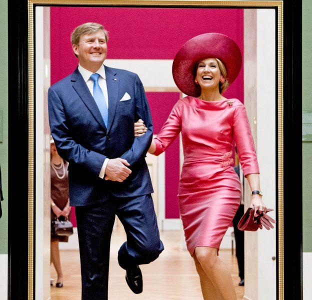 Maxima des Pays-Bas, la mine réjouie, au bras du roi Willem-Alexander.