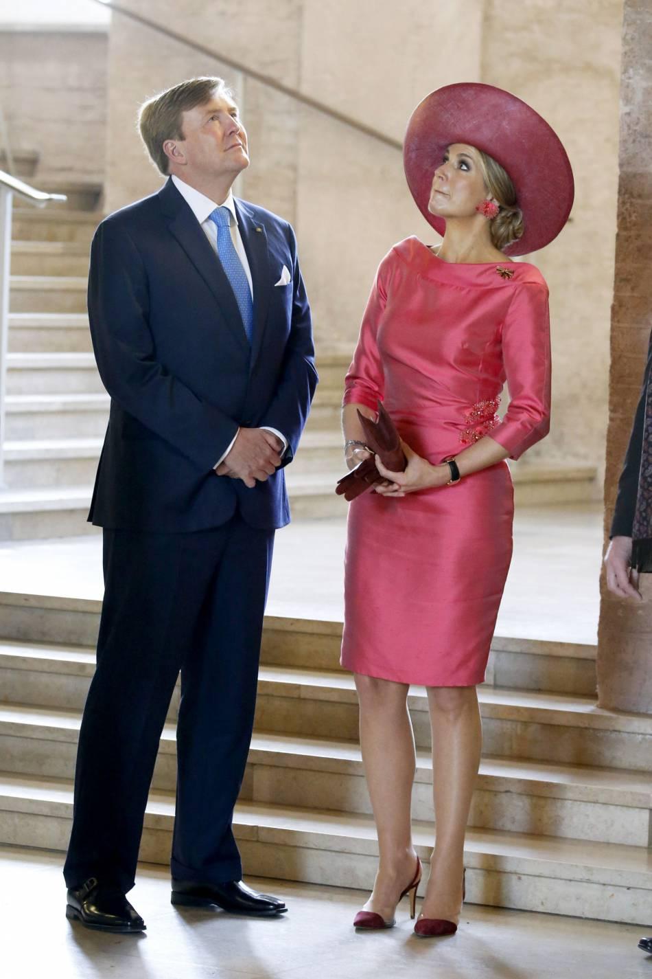 Maxima des Pays-Bas, la reine la plus stylée du monde. On adore son look rose explosif !