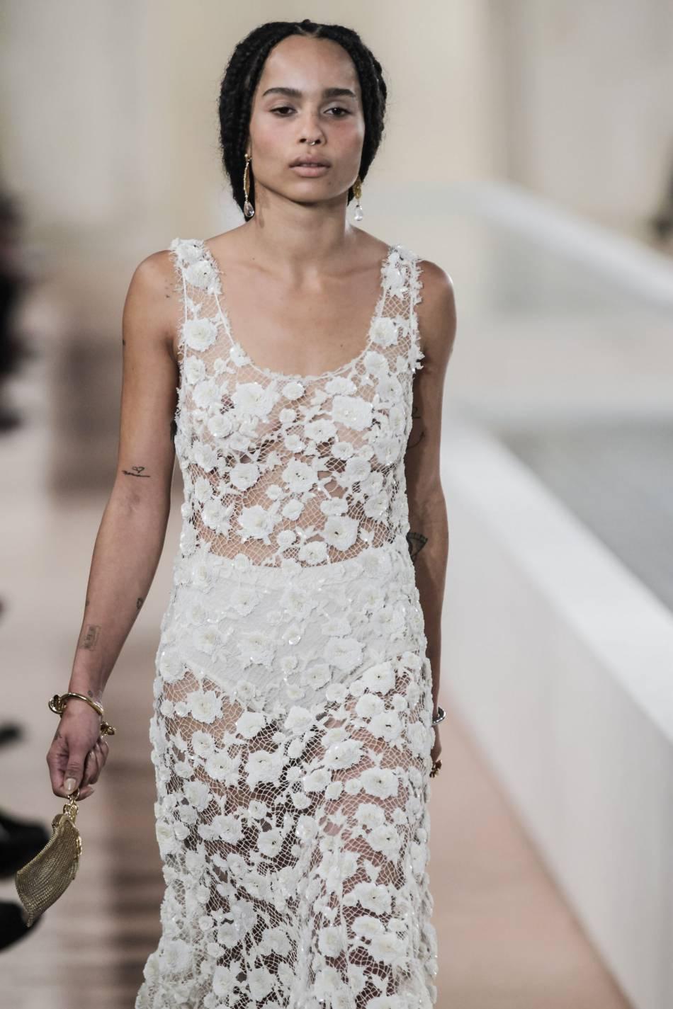 Zoë Kravitz porte les tresses façon dreadlocks pour Balenciaga.