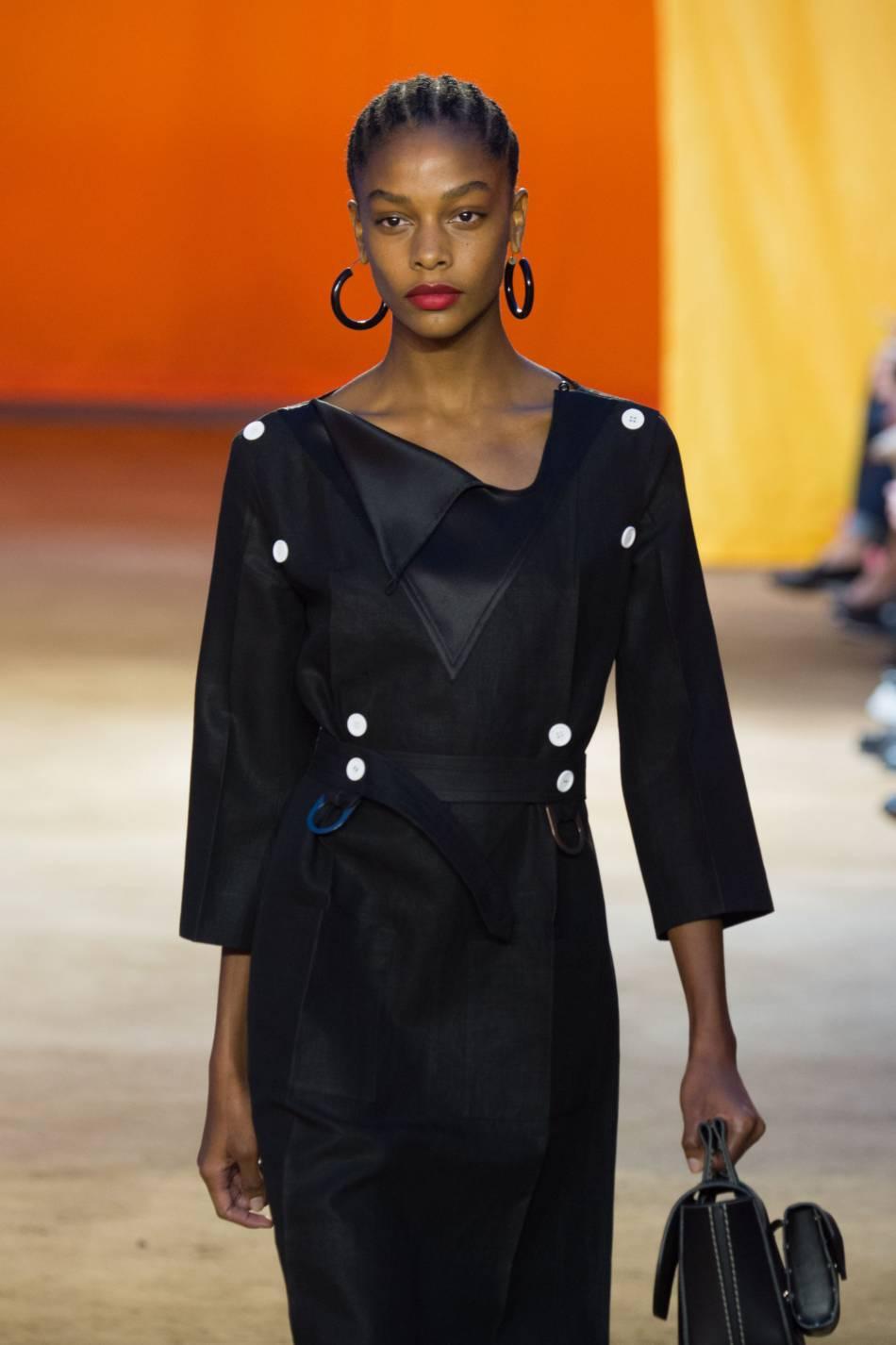 Les tresses africaines très plaquées du défilé Céline Printemps-Eté 2016 nous font envie.