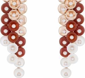 """Boucles d'oreilles """"Bouton d'or"""" en or rose, cornaline, nacre et diamants de Van Cleef & Arpels."""