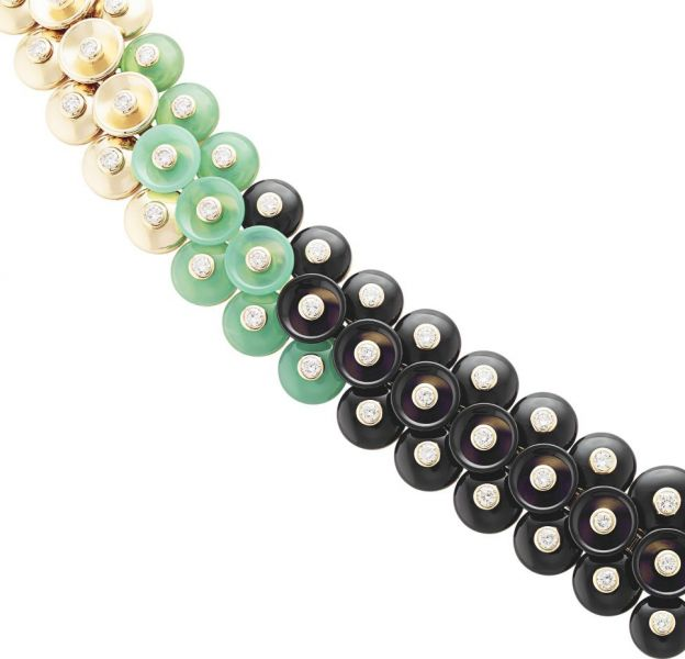 "Collier ""Bouton d'or"" en or jaune, chrysoprase, onyx et diamants de Van Cleef & Arpels."