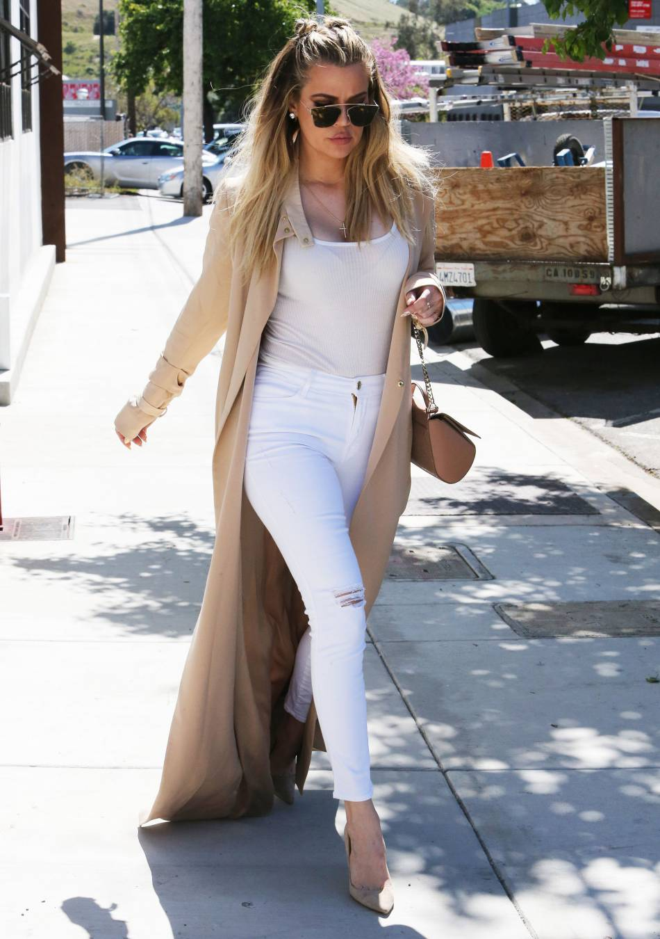 Khloe Kardashian est fière de sa nouvelle silhouette et le fait savoir.