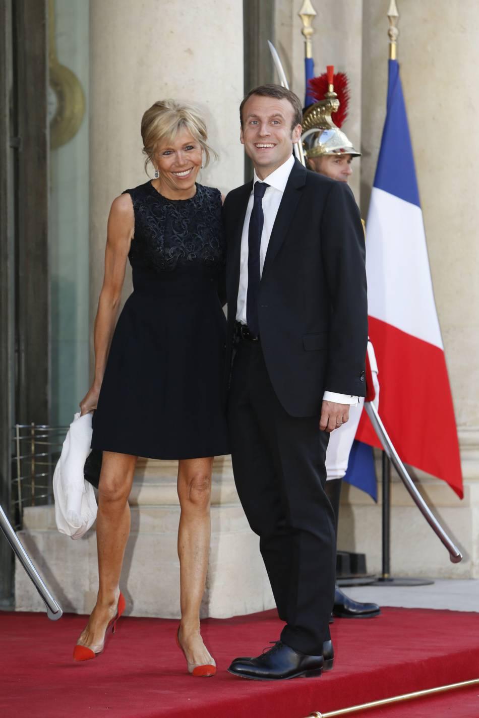 """Fabuleux Emmanuel Macron : sa femme dresse le portrait d'un """"chevalier  DV39"""
