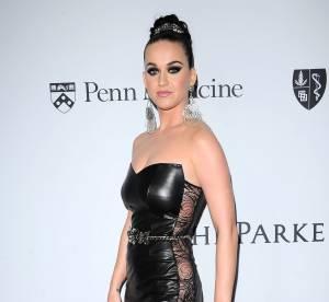 Katy Perry très sexy en cuir pour un gala et suivie de près par Orlando Bloom