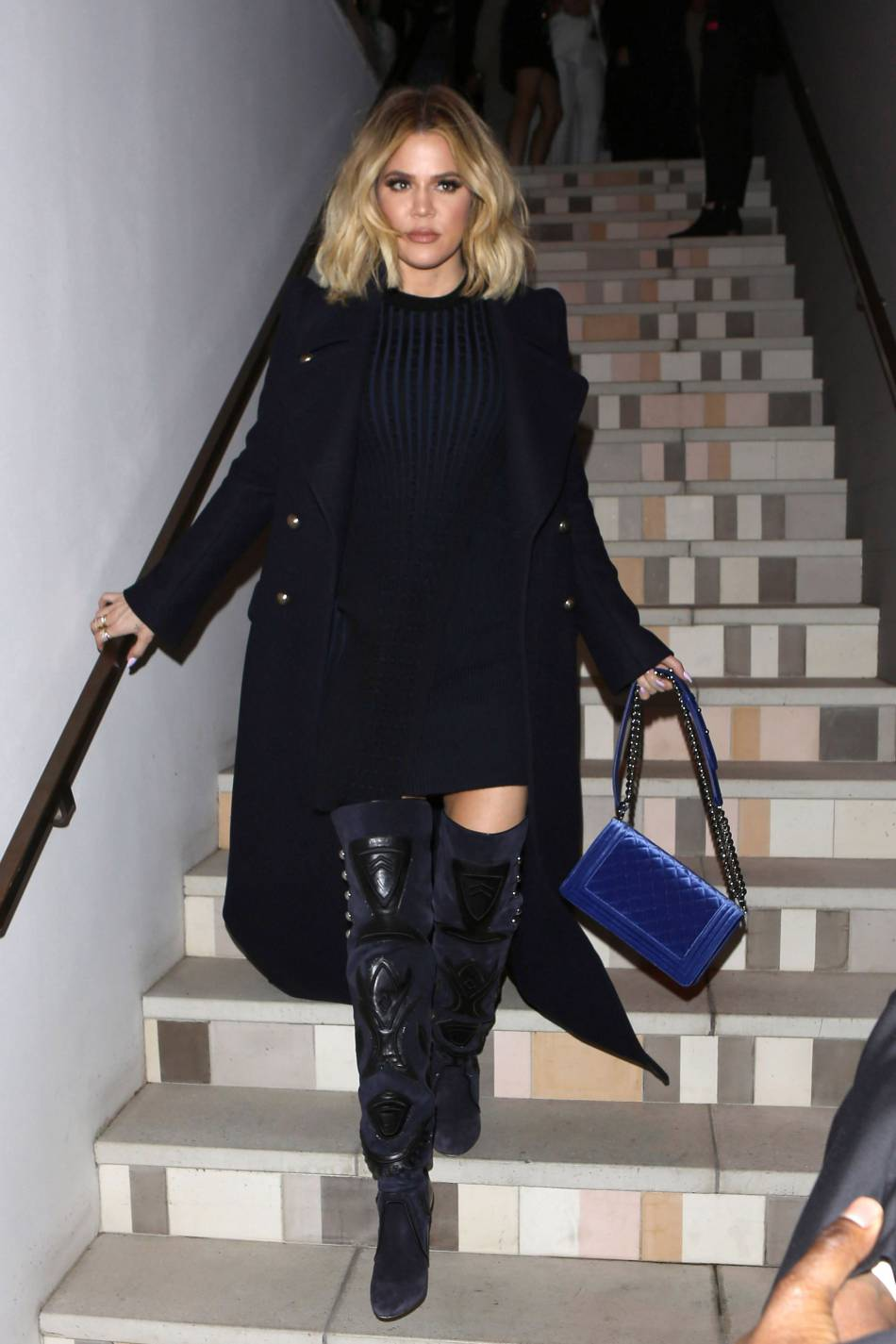 Khloe Kardashian canon dans son body moulant, elle arbore sa poitrine pulpeuse.