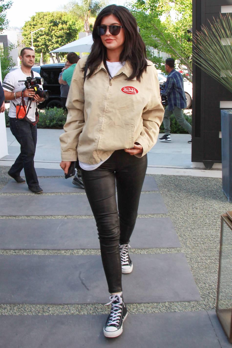 Kylie Jenner Tresses Multicolores Et Petit Bikini Pour Coachella
