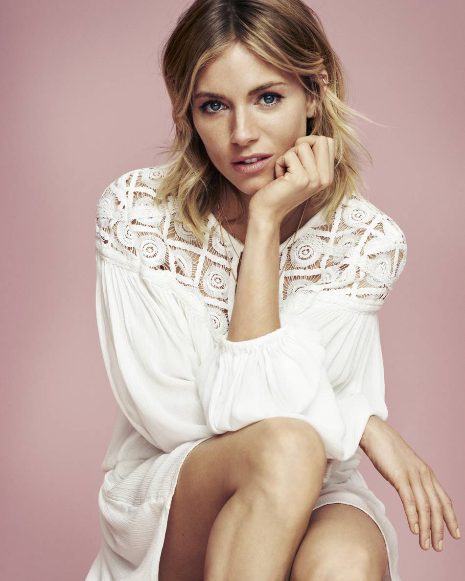Sienna Miller : l'égérie de la marque Lindex porte un tie and dye dont on peut s'inspirer.