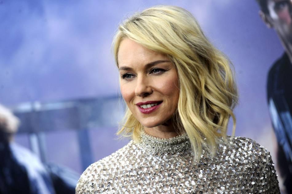 Naomi Watts et son blond platine foulent le tapis rouge depuis des années.