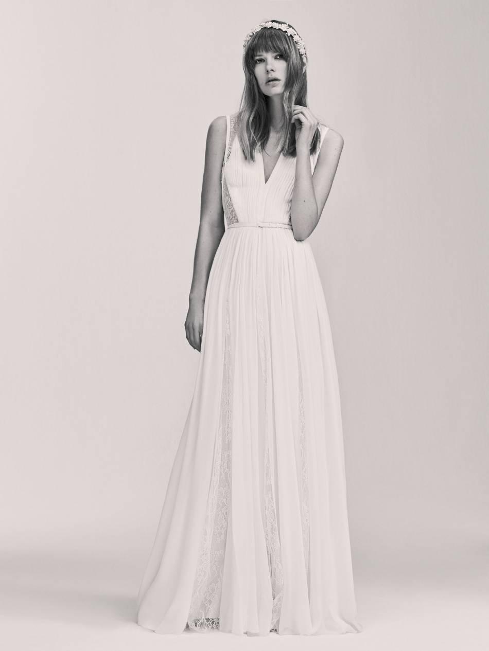 Les détails ajourés de cette robe nous font craquer.