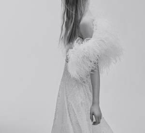 La plume pour réinventer la robe de mariée. On dit oui.