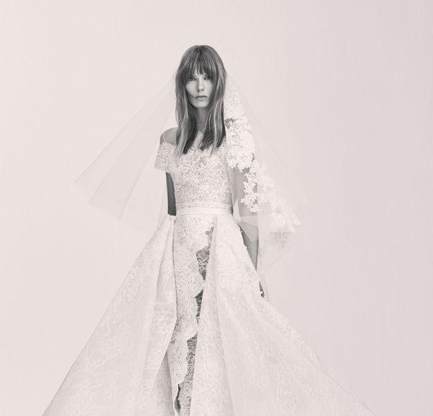 La coupe de cette robe est tout simplement éblouissante.