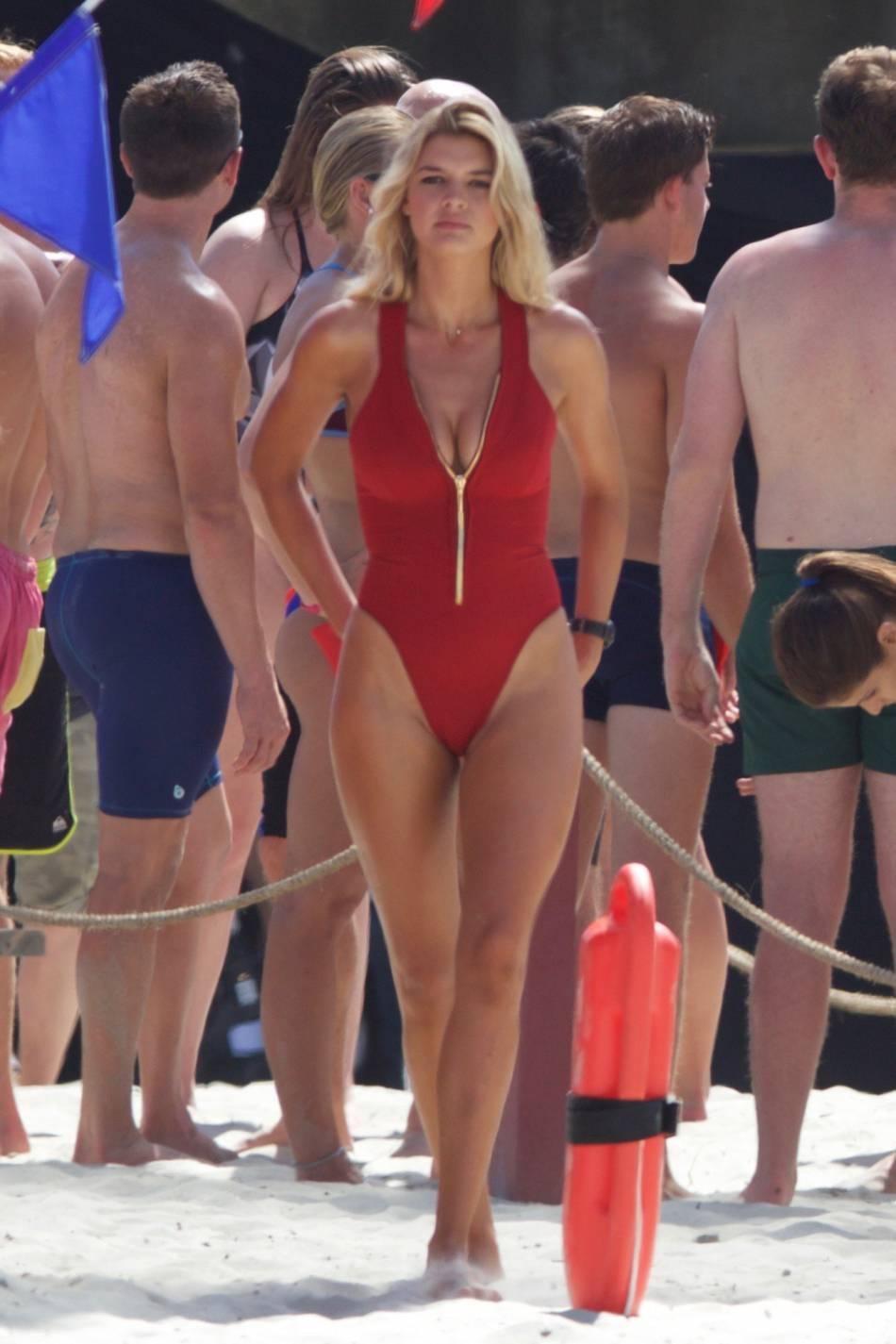 """Kelly Rohrbach reprend le rôle de C.J. Parker dans le remake de """"Alerte à Malibu""""."""