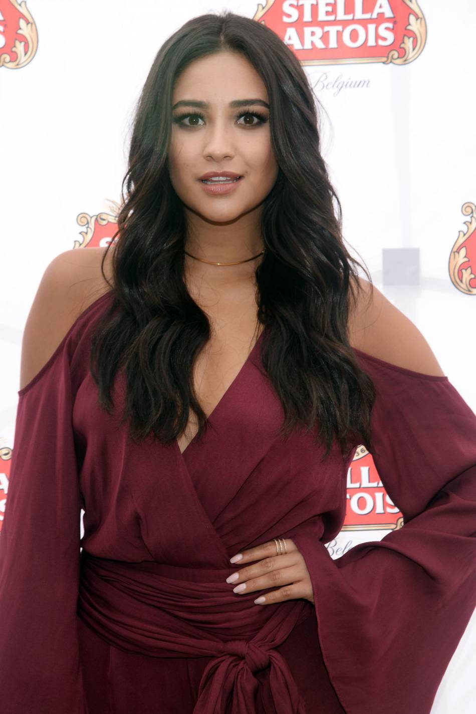 Shay Mitchell enflamme Instagram avec son sex-appeal.