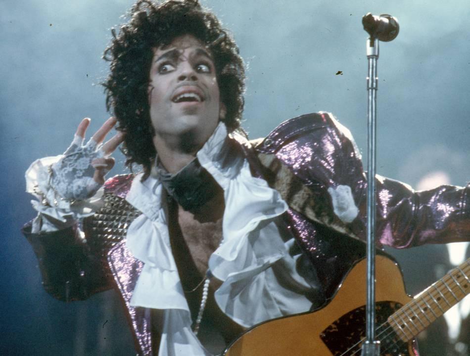 Prince sur scène en 1985.
