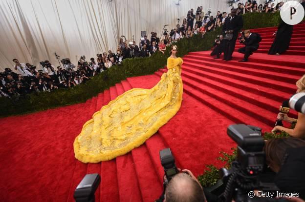 Rihanna portait une création de Guo Pei lors du dernier gala du MET.