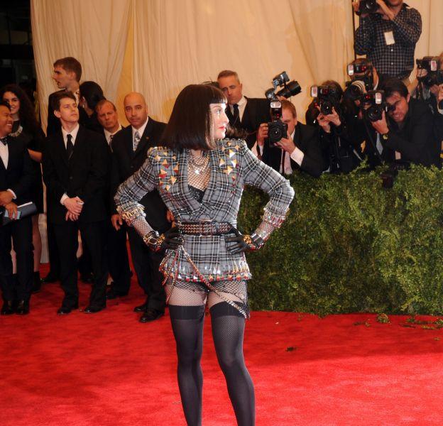Madonna au Met Gala 2013 montre ses talents pour la transformation.