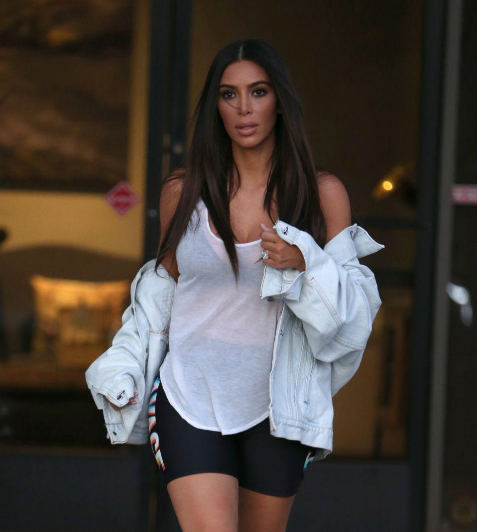 Ce week-end, la star de téléréalité participait à un photoshoot secret et n'a pu s'empêcher d'en dévoiler les coulisses à ses fans.