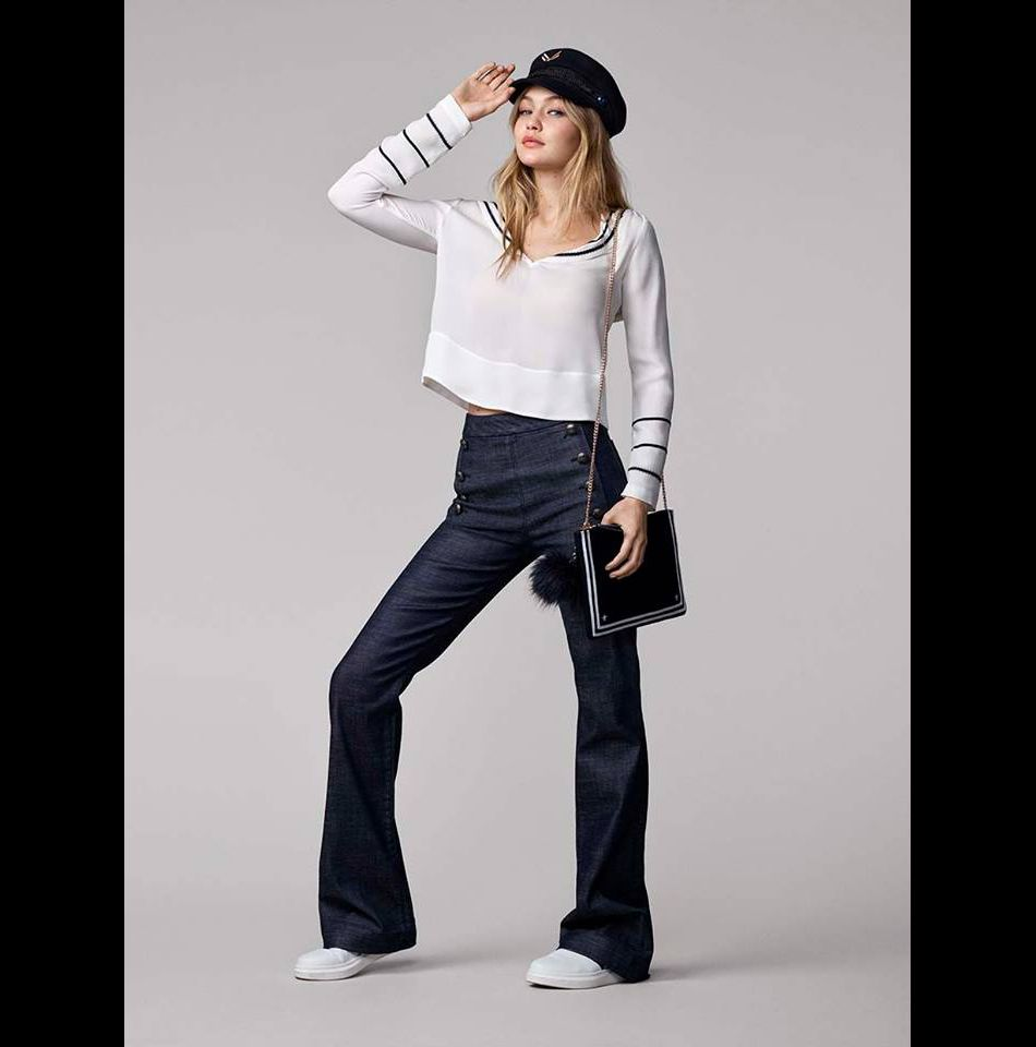 Gigi Hadid a souhaité proposer un look sporty chic à son  effigie.