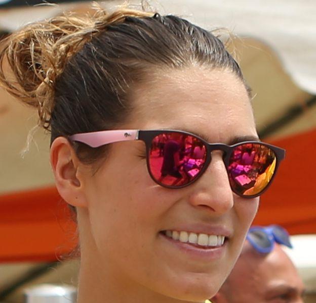 Laury Thilleman est en vacances en Grèce.