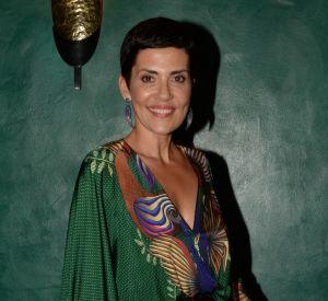 Cristina Cordula est une vraie bombe en bikini, ce qui lui valut l'imitation du chanteur Julien Doré sur Twitter.