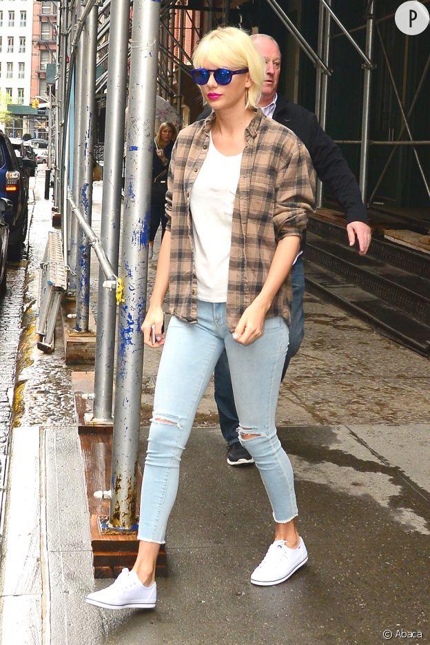 Taylor Swift a aussi un petit côté rock avec cette chemise.