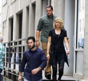 Pour la Fashion Week, la chanteuse est de passage à New-York, bien entourée de ses gardes du corps.