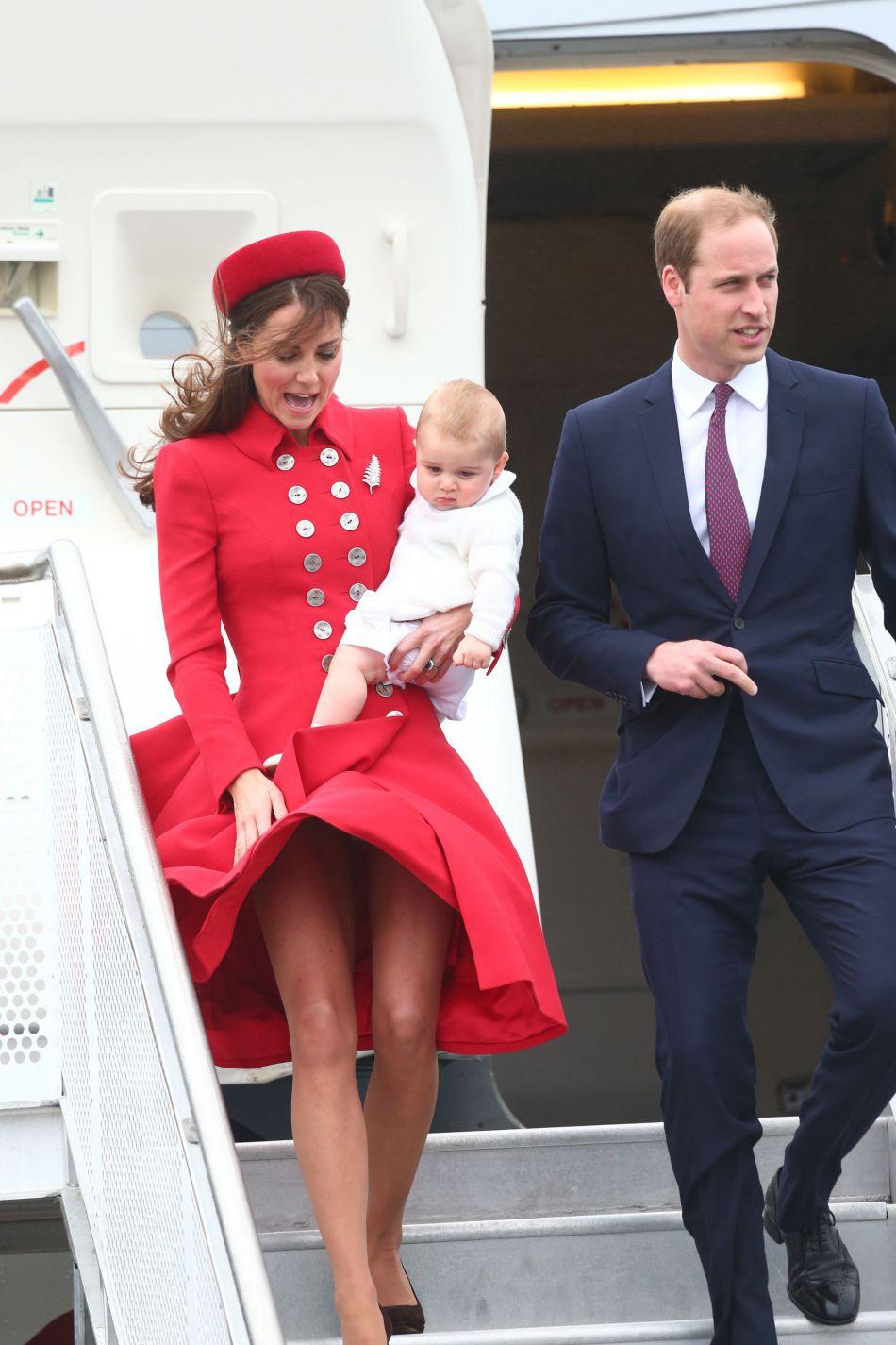 Kate Middleton et son fils, à leur arrivée en Australie en 2014.