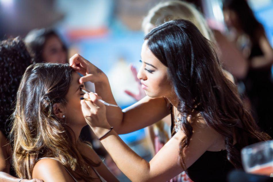 Safia Vendome maquillée par Cindy est aux anges.