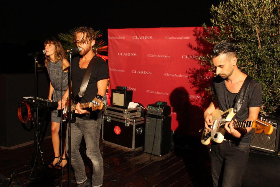 We Are Knights a fait un live de 30 minutes pour les invités.