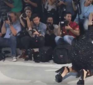 La chute de Bella Hadid sur le show Michael Kors