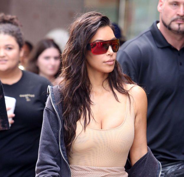 Kim Kardashian poste une vidéo d'elle nue sur Snapchat.