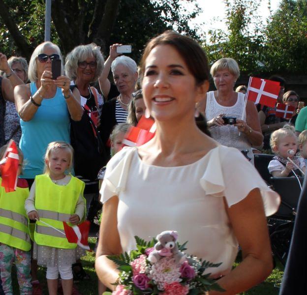 Mary du Danemark était hier à Aabybro pour l'inauguration d'une école primaire.