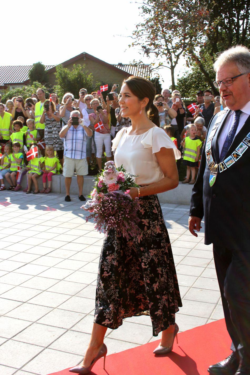 Mary du Danemark s'installe comme la référence mode de la royauté.